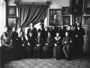 А.О.Карелин с учениками своей школы