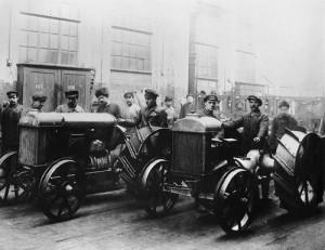 """Первые тракторы завода """"Красный путиловец"""", Петроград,1925 год"""