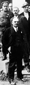 В.И.Ленин и А..М.Горький с делегатами II Конгресса Коминтерна, 1920.
