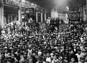 Рабочие Путиловского завода на собрании, посвященном выборам Петроградского Совета, 1920