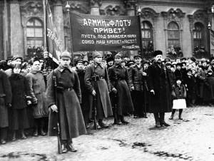 Представители работников просвещения и Петроградского военного округа на площади Урицкого, 1923.