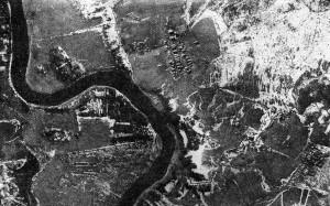 Вид Земли с аэростата. Река Тигода, приток Волхова, и деревня Мельковская