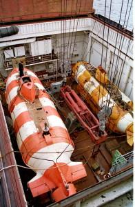 Глубоководные батискафы, с помощью которых специалисты пытаются добраться до затонувшей на глубине 100 м подводной лодки