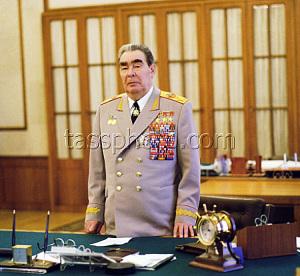 Леонид Ильич Брежнев в рабочем кабинете